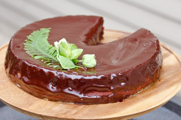 RED WINE GLAZE ON A DARK CHOCOLATE CAKE